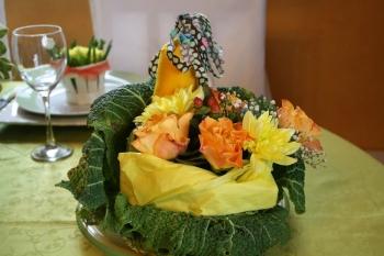 Petits arrangements floraux de saison - Composition florale avec fruits legumes ...