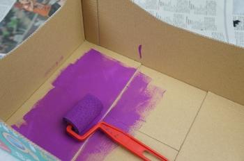 Fabriquer un lit de poup e partir d 39 un carton - Comment peindre une boite en carton ...