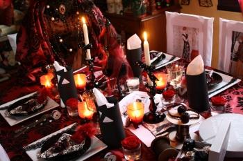 Une table haute couture d di e christian lacroix for Boite a couture tati