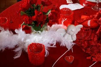une table de saint valentin rouge passion. Black Bedroom Furniture Sets. Home Design Ideas
