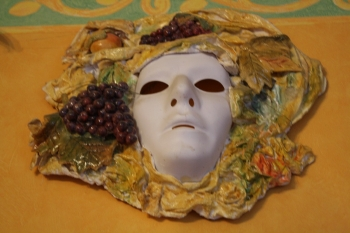 Diy fabriquer un masque en terre for Decorer un masque blanc